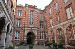 Hôtel Thomas ou Thomas de Montval - Français:   Hôtel Thomas de Montval, XXème siècle avec arcades du XVIème siècle, Toulouse.
