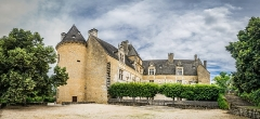 Domaine de Montal - English: Castle of Montal in Saint-Jean-Lespinasse, Lot, France       NOTE: This image is a panorama  consisting of 5 frames that were merged or stitched in Adobe Lightroom. As a result, this image necessarily underwent some form of digital manipulation. These manipulations may include blending, blurring, cloning, and color and perspective adjustments. As a result of these adjustments, the image content may be slightly different than reality at the points where multiple images were combined. This manipulation is often required due to lens, perspective, and parallax distortions.  Boarisch| български| dansk| Deutsch| Zazaki| Ελληνικά| English| Canadian English| British English| Esperanto| español| eesti| suomi| français| hrvatski| magyar| italiano| 日本語| 한국어| македонски| മലയാളം| Nederlands| polski| português| русский| sicilianu| slovenščina| svenska| Türkçe| українська| العربية| 中文| +/−
