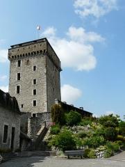 Château fort - Le donjon du château fort de Lourdes, Hautes-Pyrénées, France.