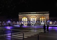 Gare - Français:   La gare de Saint-Quentin la nuit