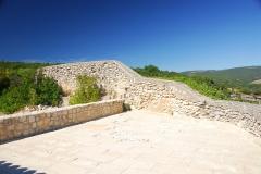 Château de Simiane - Deutsch: Chateau de Simiane-la-Rotonde, Terrasse u. Wehrmauer von S