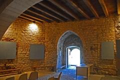 Château de Simiane - Deutsch: Chateau de Simiane-la-Rotonde, Erdgedchoss der Rotunde, Portalseite