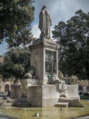 Monument à Garibaldi - English: Garibaldi monument seen from the rear
