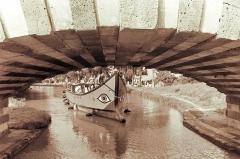 Canal du Midi - Русский: Ивлия проходит под одним из более чем сотни мостов Канала дю Миди.