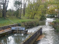 Canal du Midi - Deutsch: Mündung der Rigole de la plaine in die Scheitelhaltung des Canal du Midi