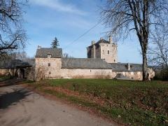 Ancienne grange monastique de Séveyrac - Français:   Grange monastique de Séveyrac: vue d\'ensemble découverte à l\'arrivée dans le domaine