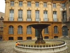 Immeubles formant la place d'Albertas - Français:   Place d\'Albertas (Aix-en-Provence).