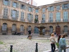 Immeubles formant la place d'Albertas -  The Place d\'Albertas in Aix-en-Provence, Bouches-du-Rhône department, France.