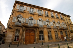 Immeubles formant la place d'Albertas - Français:   Hôtel d\'Albertas, 10 rue Espariat, 2-4 rue Aude, place d\'Albertas, Aix-en-Provence, France.
