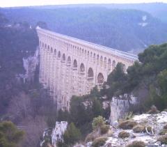 Aqueduc de Roquefavour (également sur commune d'Aix-en-Provence) -  L'aqueduc vu du nord-est