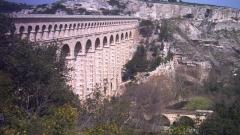 Aqueduc de Roquefavour (également sur commune d'Aix-en-Provence) -  L'aqueduc vu du sud
