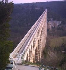 Aqueduc de Roquefavour (également sur commune d'Aix-en-Provence) -  L'aqueduc, vue de dessus