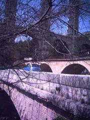 Aqueduc de Roquefavour (également sur commune d'Aix-en-Provence) -  Trois ponts sur l'Arc (aqueduc, voie ferrée, route)