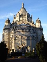 Basilique Sainte-Thérèse - Français:   Arrière de la basilique Sainte-Thérèse de Lisieux.