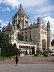 Basilique Sainte-Thérèse - Français:   BASILIQUE DE LISIEUX CALVADOS