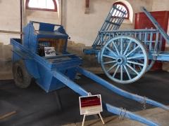 Haras national - Français:   Tractomètre et charrette à foin au Haras national de Lamballe