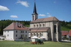 Presbytère de Remoray - Français:   Église et presbytère de Remoray (Doubs, France)