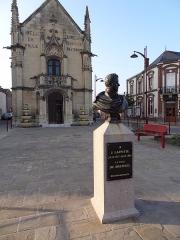 Mairie - Français:   Photo de la ville de Breteuil