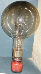 Phares de la pointe de Penmarc'h - English:   Eckmühl lighthouse\'s old bulb.