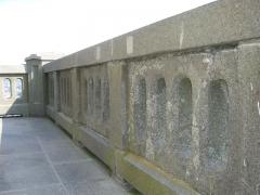 Phares de la pointe de Penmarc'h - English:   Eckmühl lighthouse\'s campanile\'s balustrade.