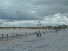 Pont dit Pont de Pierre - English: Pont de Pierre is a stone bridge over the Garonne River in Bordeaux, France.