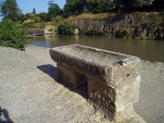 Canal du Midi : écluses de Fonsérannes -  Drinking trough on the towpath of the Saint Pons headrace.