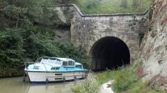 Tunnel-aqueduc de drainage de l'étang de Colombiers et Montady - English: Tunnel of Malpas, Canal du Midi
