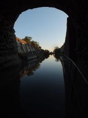 Tunnel-aqueduc de drainage de l'étang de Colombiers et Montady ou tunnel des Moines ou Aqueduc de Montady ou Aqueduc de Malpas - Français:   Tunnel de Malpas (Colombiers)