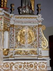 Église Notre-Dame - Français:   Maître-autel de l\'église Notre-Dame d\'Hédé (35). Médaillon. La Visitation.