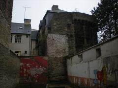 Enceinte fortifiée - English: The Portes Mordelaises in Rennes, viewed from the Rue de Juillet.