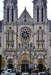 Eglise principale Saint-André - Deutsch: Fassade der Kirche St. Andreas, Châteauroux, Département Indre, Region Zentrum-Loiretal, Frankreich