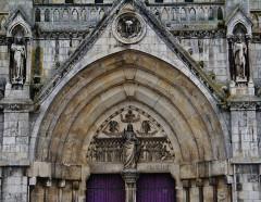 Eglise principale Saint-André - Deutsch: Tympanon des Mittelportals der Kirche St. Andreas, Châteauroux, Département Indre, Region Zentrum-Loiretal, Frankreich