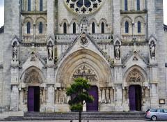 Eglise principale Saint-André - Deutsch: Portale der Kirche St. Andreas, Châteauroux, Département Indre, Region Zentrum-Loiretal, Frankreich