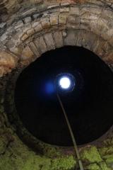 Anciennes forges -  Intérieur de la cheminée des forges de Brocas.