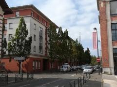 Chocolaterie Poulain - Français:   Immeuble d\'habitations, sur le site de l\'ancienne usine Bellevue. Quartier de la chocolaterie, à Blois.