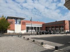 Chocolaterie Poulain - Français:   L\'INSA (école d\'ingénieur de Blois) dans le quartier de l\'ancienne chocolaterie