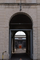 Ancienne manufacture nationale d'armes de Saint-Etienne - English:  Gate to the access'courtyard to workshops double H.