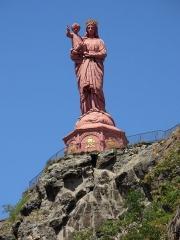 Statue de Notre-Dame de France - Deutsch: Statue der Notre–Dame de la France (16 m hoch) auf dem Vulkankegel Rocher Corneille in Le Puy-en-Velay.