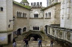 Parvis et escaliers de la cité religieuse - Français:   Rocamadour, Lot, France - cité réligieuse.