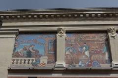 Cellier d'expédition -  Mosaïques de la façade du cellier d'expédition Mumm à Reims  / Reims, Marne, France