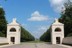 Cimetière américain et la chapelle de Meuse-Argonne - English: World War I Meuse-Argonne American Cemetery and Memorial entrance gate