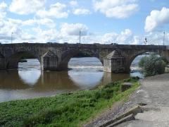 Grand pont sur la Loire - Deutsch: La Charité-sur-Loire: Grand Pont (Durchfahrt)