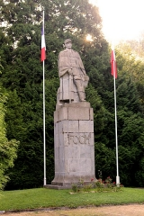 Clairière de l'Armistice - English: Glade of the Armistice, statue general Forch