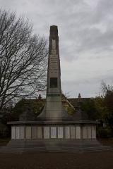 Monument aux morts de la compagnie des mines de Lens, situé à l'intersection de la route de Béthune et de l'avenue de la fosse 12 - English:  Square of the War Memorial Companies of Mining.
