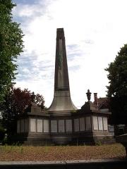 Monument aux morts de la compagnie des mines de Lens, situé à l'intersection de la route de Béthune et de l'avenue de la fosse 12 - Français:   Monument aux morts des Mines de Lens