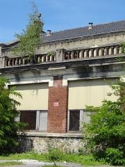Ancien bâtiment de la salle des pendus et des bains-douches de la fosse n° 12 de la compagnie des mines de Lens - French photographer and Wikimedian