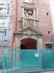 Couvent des Dames de Saint-Sauveur - Català: Antiga porta principal del convent