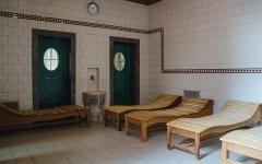 Bains municipaux -  Cette pièce ne ressemble clairement pas aux petit cabanes scandinaves ancestrales. Pour autant, les règles y sont tout de même respecter.