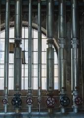 Bains municipaux -  ...Heureusement et malheureusement, les bains municipaux de Strasbourg vont fermer pendant quelques années pour être remis à neuf et mis à niveau des attentes actuelles. Mais cette salle des machines ne fait pas partie du plan de restauration. Son fonctionnement est archaïque et sera vider pour n'être plus qu'une coquille vide.
