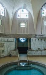 Bains municipaux -  Plusieurs influences fort différentes en ce bain romain, les trouvez toutes?